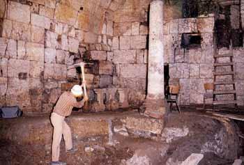 انظر ماذا يجري تحت بيت الله المسجد الاقصى  18112009-10