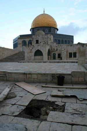 انظر ماذا يجري تحت بيت الله المسجد الاقصى  18112009-27