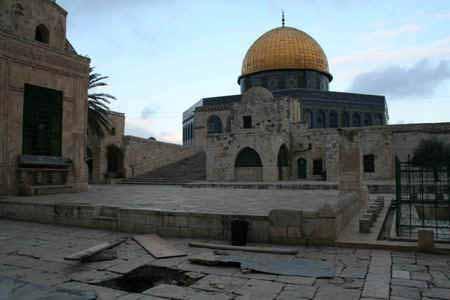 انظر ماذا يجري تحت بيت الله المسجد الاقصى  18112009-31