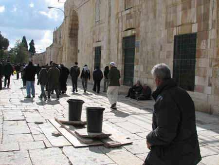 انظر ماذا يجري تحت بيت الله المسجد الاقصى  18112009-33