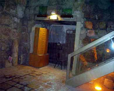 انظر ماذا يجري تحت بيت الله المسجد الاقصى  18112009-7