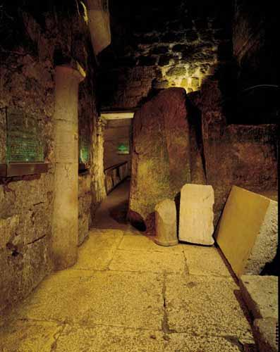 انظر ماذا يجري تحت بيت الله المسجد الاقصى  18112009-8